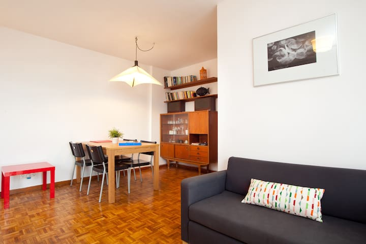 Cheap and bright with big terrace · Sants · 6pers