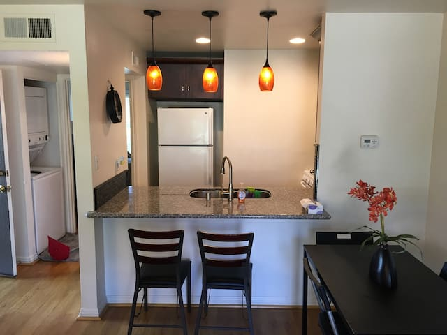 Tranquil Upgraded Condo First Floor by Owner - Irvine - Apto. en complejo residencial