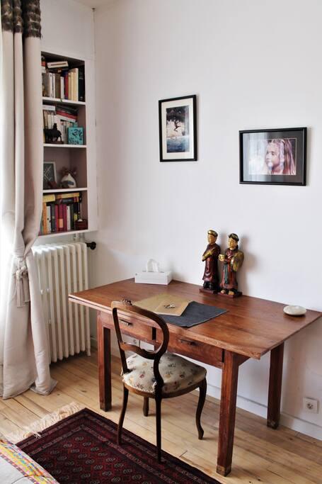 Le petit coin bureau / A little desk to do your work