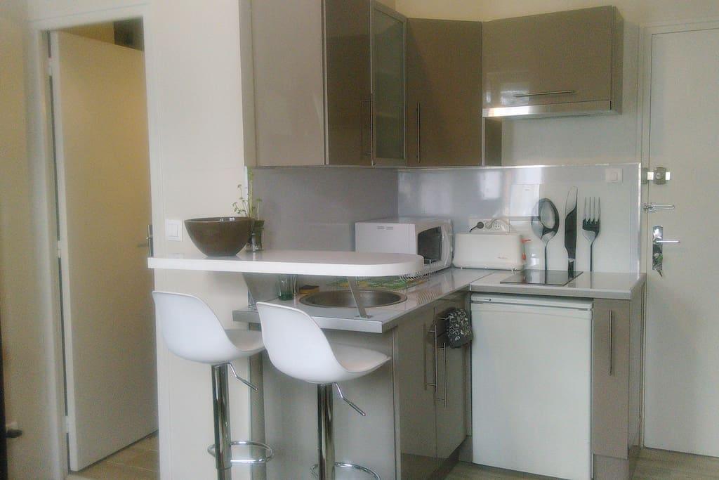 joli studio meubl centre rouen appartements louer rouen haute normandie france. Black Bedroom Furniture Sets. Home Design Ideas
