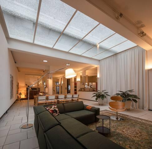 Huge 300m2 river side design apartment