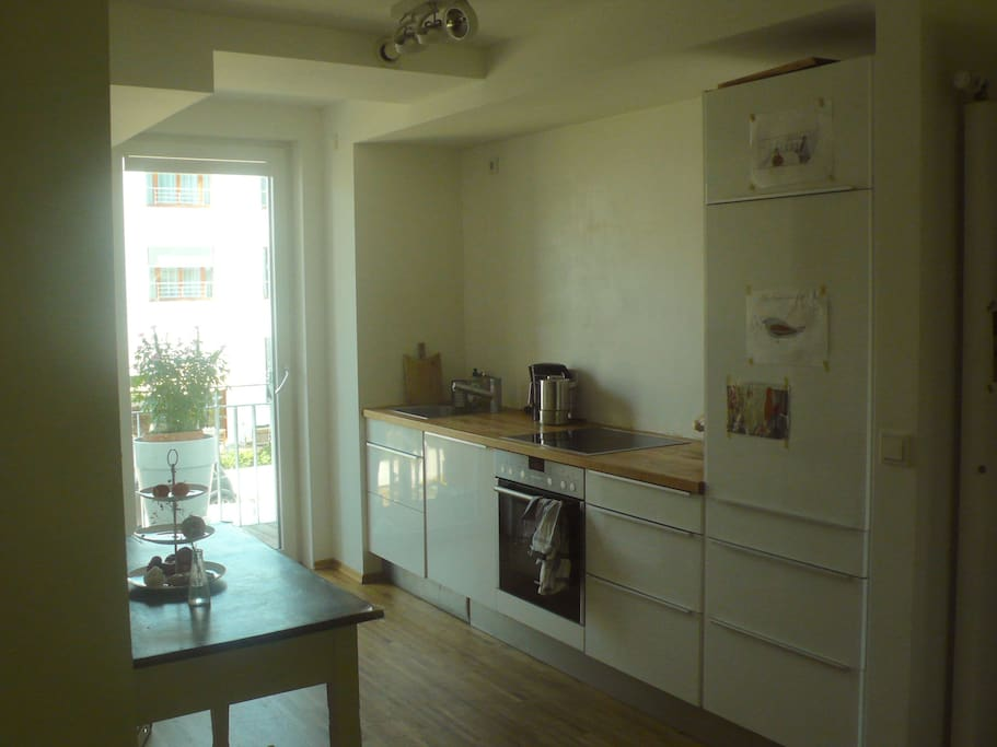 offene Küche, mit Zugang zum 2. Balkon im Norden / open kitchen, with access to the 2nd balcony to the north