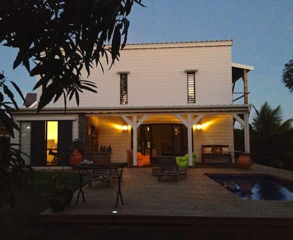 Villa de charme, au calme , à 2' de la plage - Grand Baie - Ház