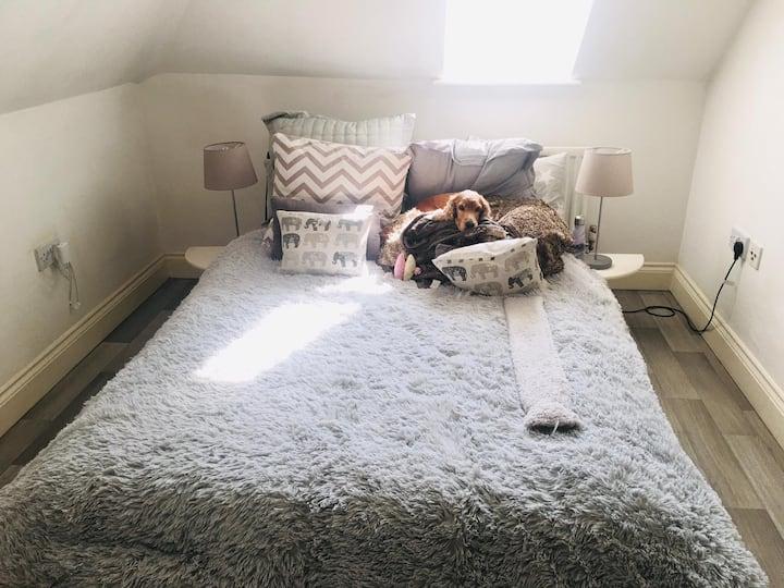 Comfortable Top Floor Flat In Rural Farnham