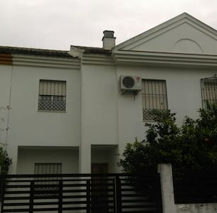 Comfortable terraced house next to Seville - Tomares - 连栋住宅