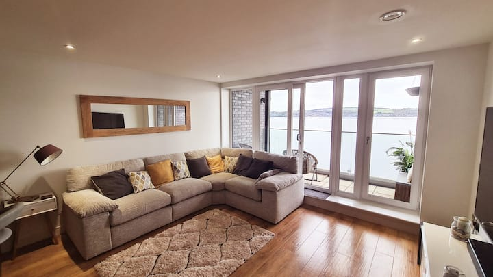 Modern Luxury Waterfront Apartment with Tay Views