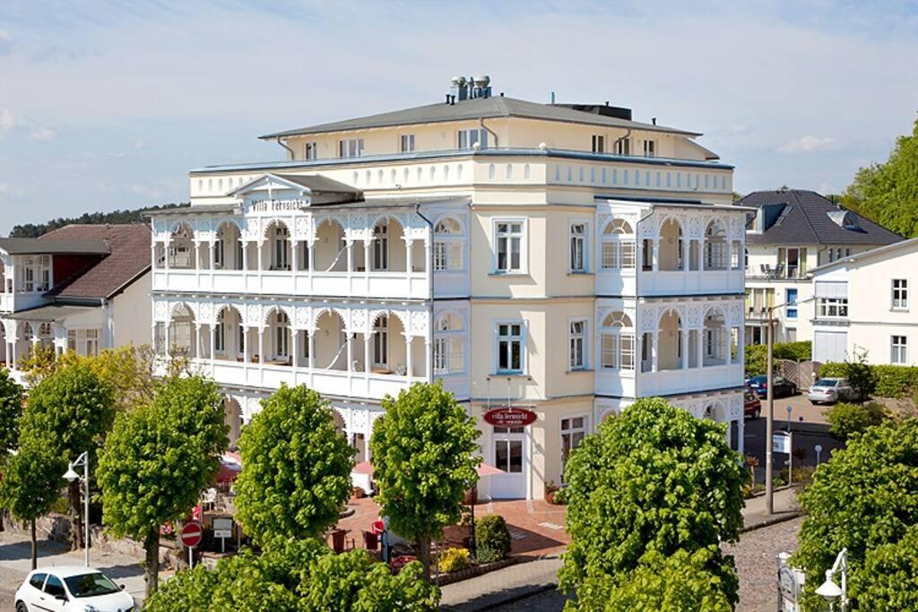Die Villa Fernsicht im Ostseebad Sellin auf Rügen.