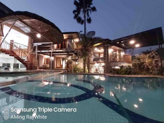 Emway 5 Bed Luxury Private Pool and Kids Pool Vila