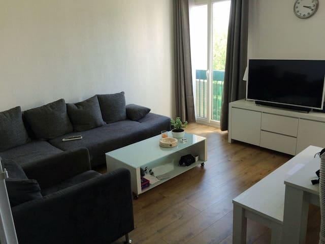 Grande chambre au calme et lumineuse à Aix-en-Prce