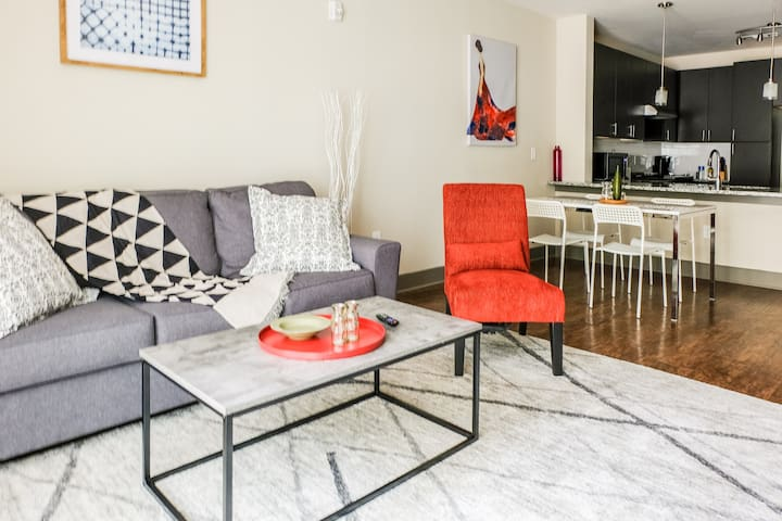 PRIME LOCATION UPTOWN 1BR APT -- WALK TO STADIUM