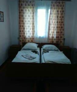 Дом без хазяина недалеко Буковеля - Yasinya - Casa