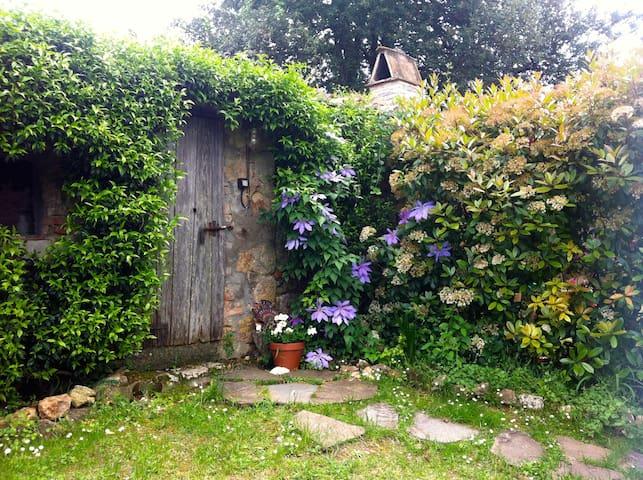 casetta nel giardino