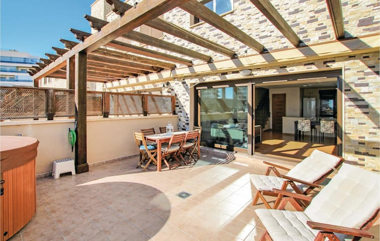 Semi-Detached with 3 bedrooms on 95m² in Arenales del Sol