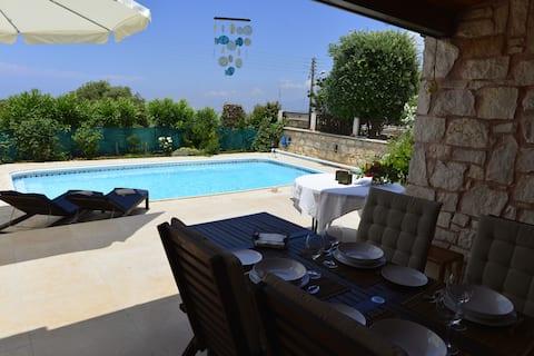 The Westie-Comfy & Cozy Villa with Private Pool