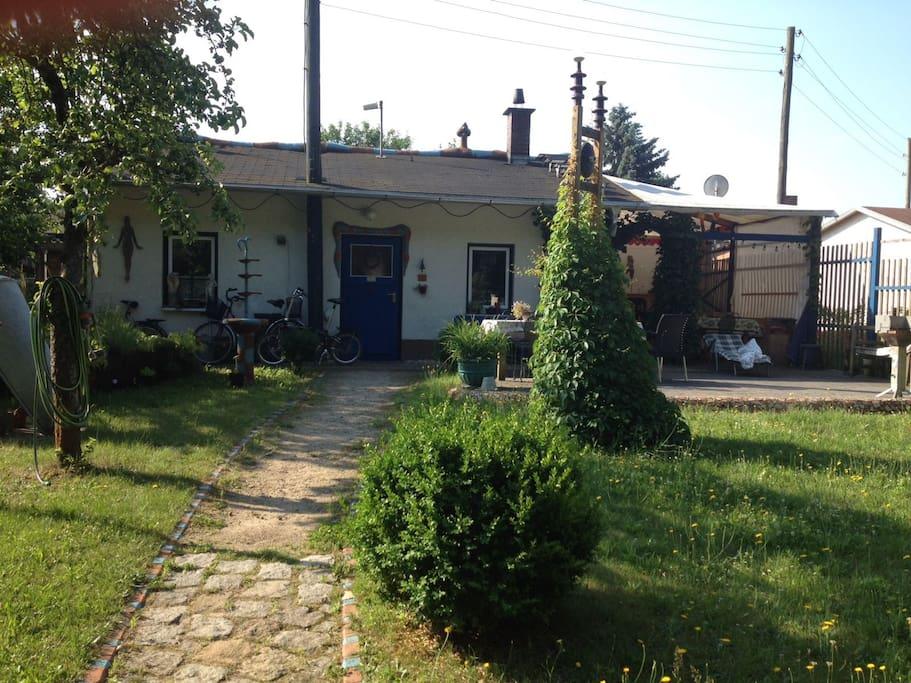 k nstlergarten bungalows for rent in berlin berlin germany. Black Bedroom Furniture Sets. Home Design Ideas