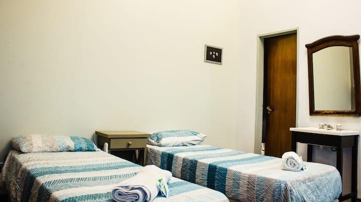 Habitacion doble Twin con baño compartido