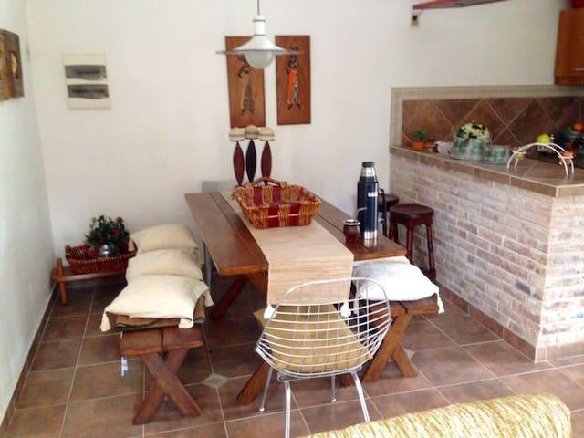 Casa a 2 cuadras de la playa, a 13km de Atlántida - Costa Azul - บ้าน