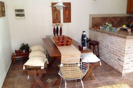 Casa a 2 cuadras de la playa, a 13km de Atlántida - Costa Azul