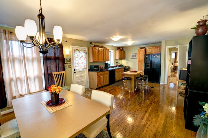 Beautiful family home very close to downtown!
