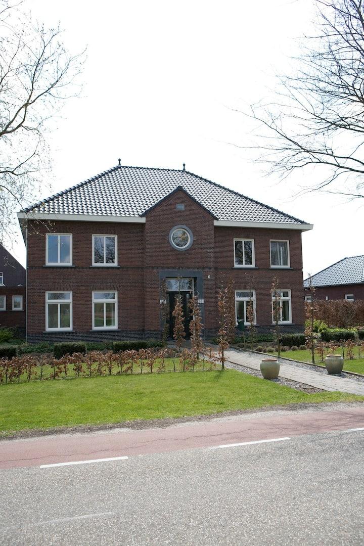 Melderslo gezellige woning in klein dorp