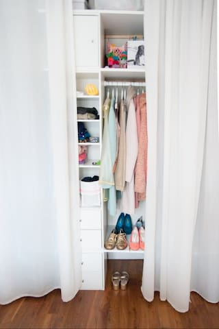 huge closet - empty (not as seen on this picture)