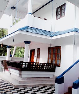Peaceful stay in 2-B/R Xanadu Villa @ Marari..!! - Hele etagen