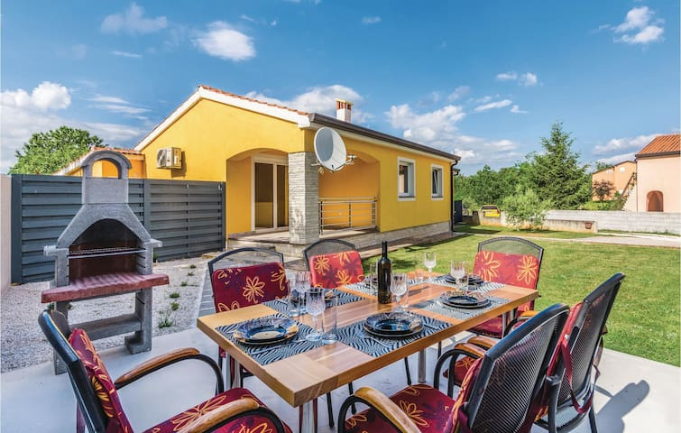 Holiday cottage with 3 bedrooms on 90 m² in Porec