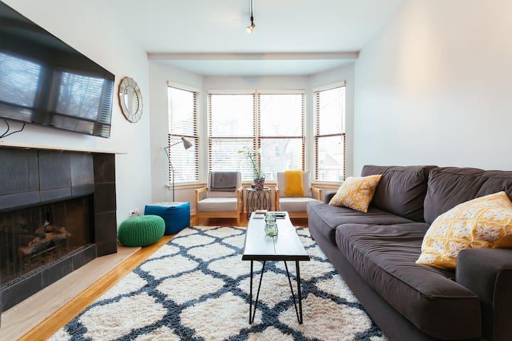 Prime Wicker Park spot+big apartment+free parking