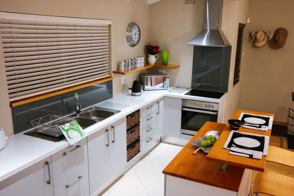 Cannon island loft apartments for rent in cape town for Kitchen island cape town