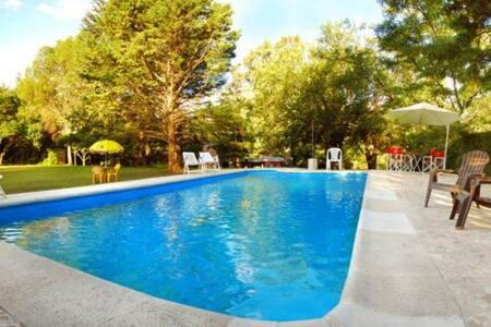 HostelHouse - Down town hostel + Bar - Villa General Belgrano - Gästehaus