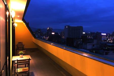 愛玩客旅店,舒適BOX混合住宿區05,鄰近捷運西門站6號出口,公車,Ubike