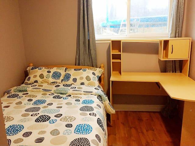 光亮,温馨舒适的独立屋房间。