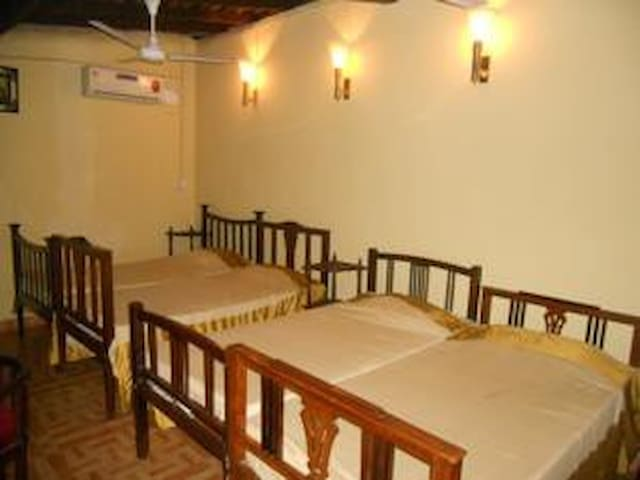 Shared room For your budget stay - Anjuna - Bed & Breakfast