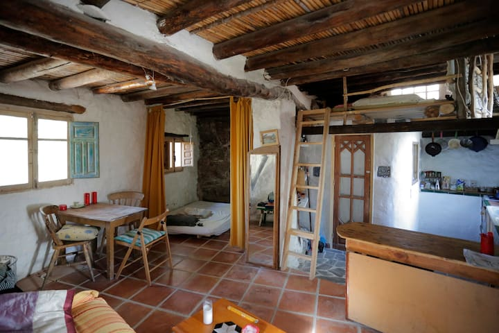 Eco-cottage on lovely organic farm, Las Alpujarras - Bayacas, Órgiva - House