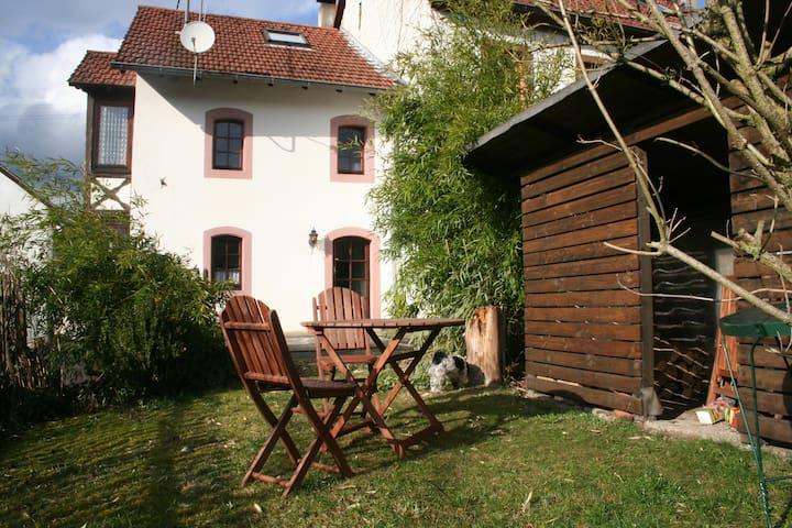 Romantisches Ferienhaus mit sonniger Garten