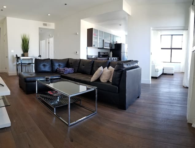 Beverly Hills Reserve *3br & SKY DECK heated pool