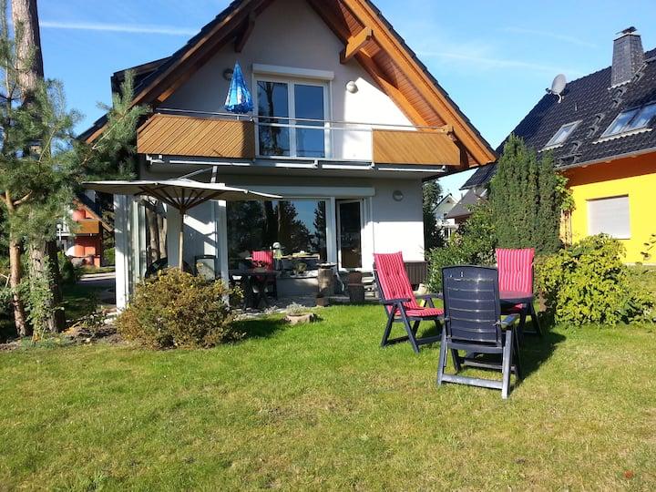 Ferienhaus inkl. 2 Ferienwohnungen am See Haus 13