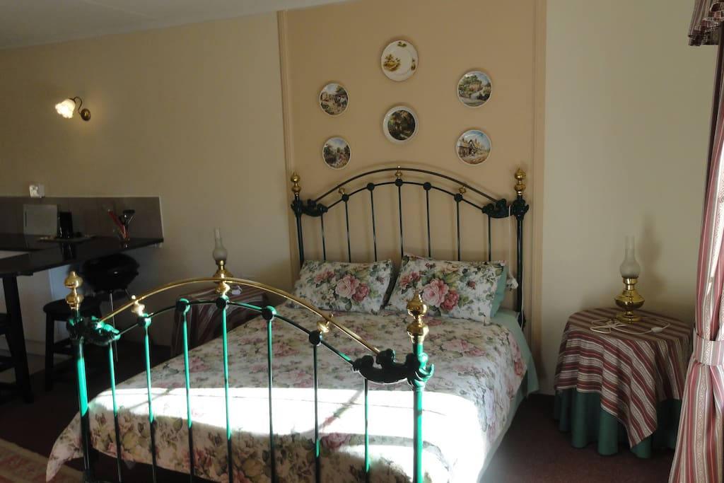 Cottage No 3 Has a fully equipped kitchenette with Fridge, Stove, Microwave or both - Fireplace in Lounge area