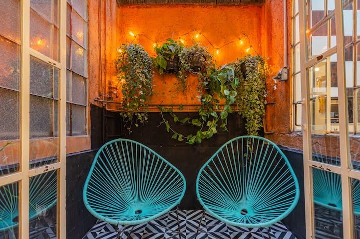 Camas comodas y patio privado DISEÑO UNICO en PB