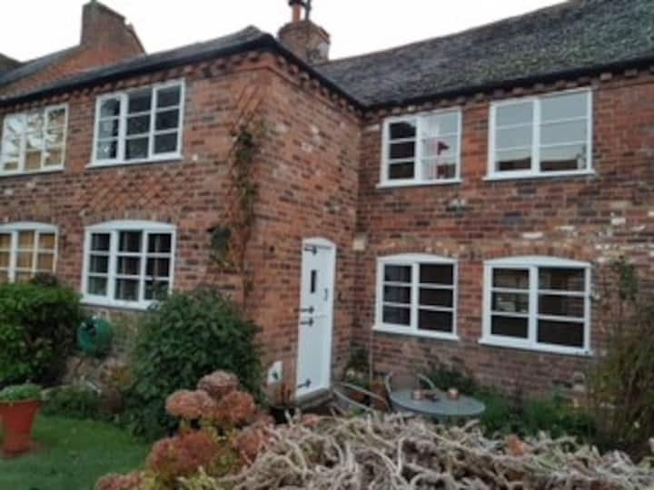 Modernised cosy grade two listed Cottage.