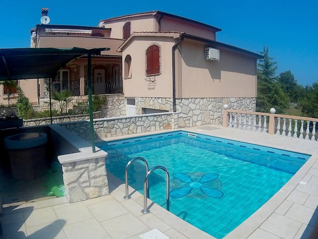 Four bedroom holiday apartment Alenka