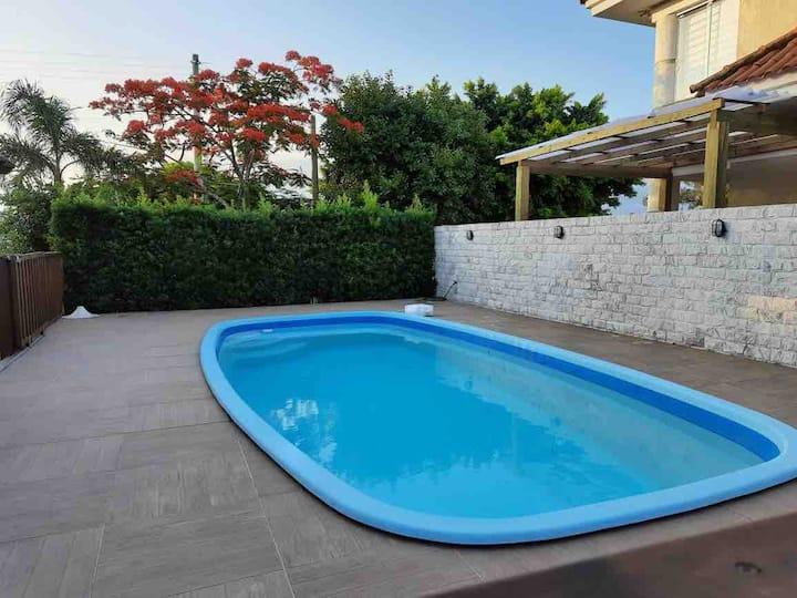 Ótima casa com piscina para alugar em Atlântida