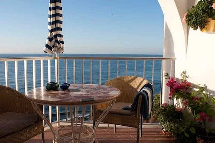 Very charming flat - first line to the sea