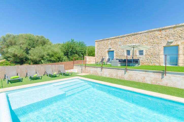 ES GASSONS - Villa with private pool in Maria De La Salut.
