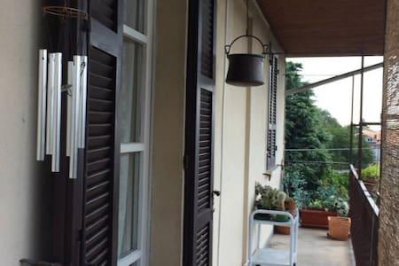Stanza privata in appartamento - Borgomanero - Flat