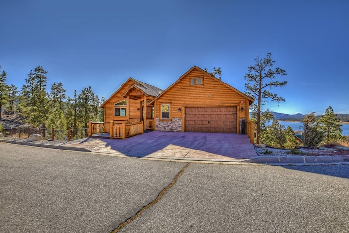 Hunter's Lakeview: Lux Log Style in Castle Glen with Unobstructed Views! Game & Movie Room!