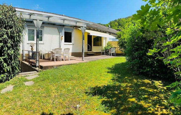 Wohnung mit Terrasse und Garten