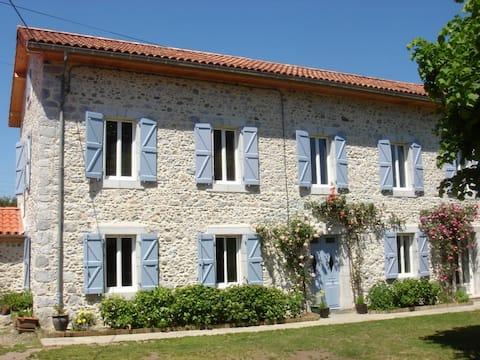 gite 2/4 pers. au pied  de la Garonne et Pyrénées