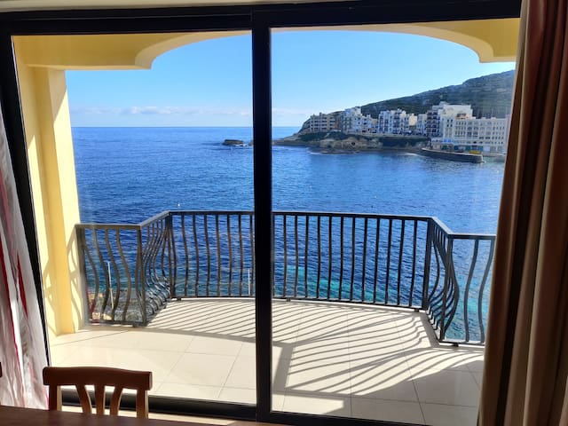 Esmeralda Seafront 3 bed roomed apartment