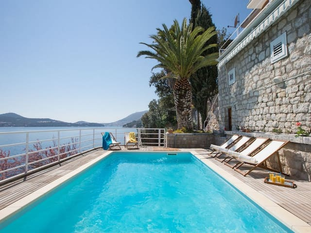 Stunning seafront villa with private pool - Lozica